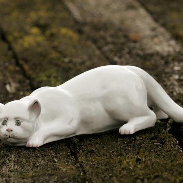 chat blanc en faïence