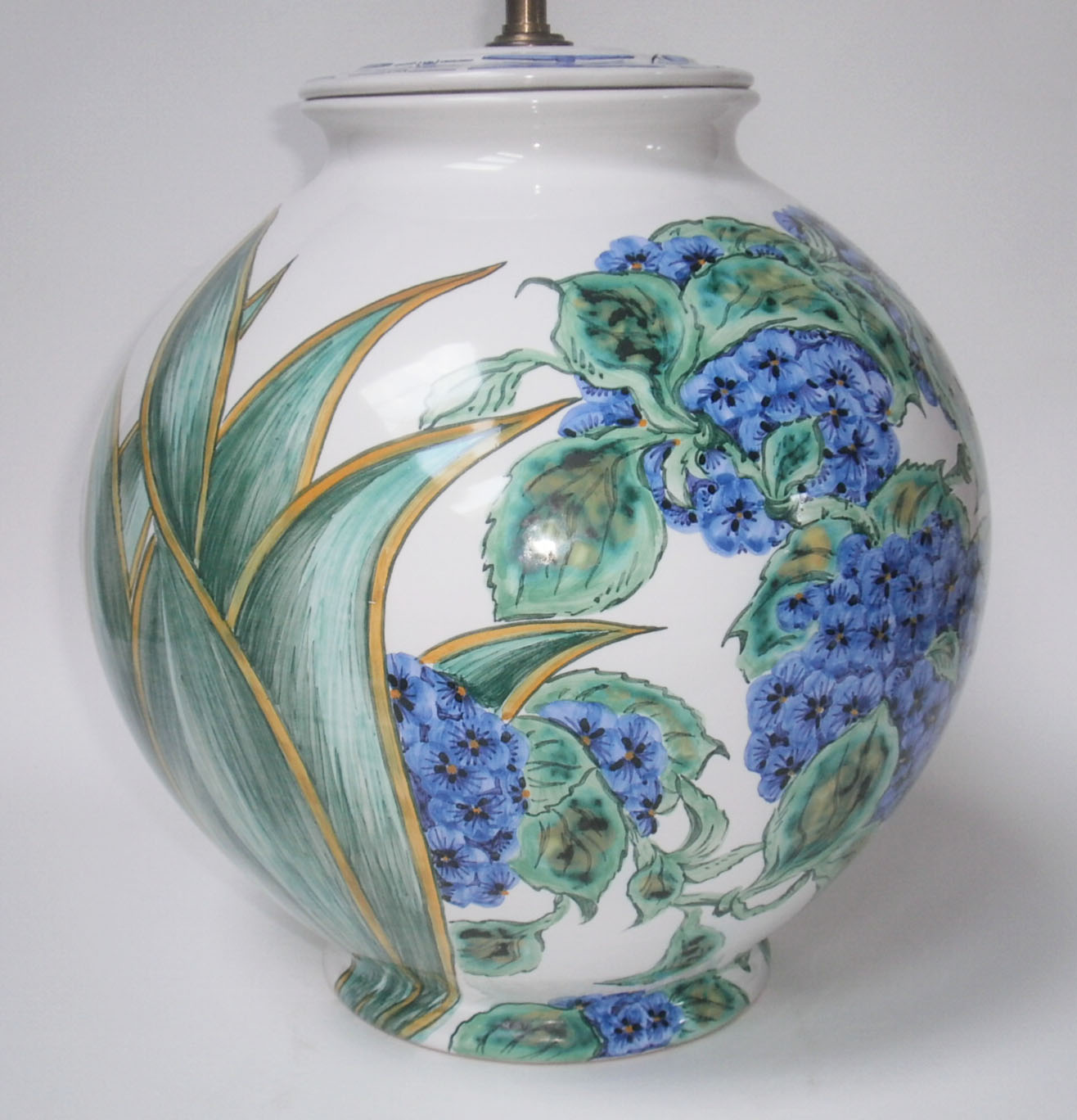 Pied de lampe boule Hortensias – Faïenceries d\'Art de Malicorne