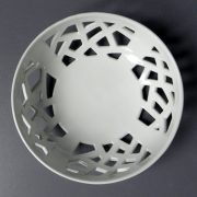 Corbeille boule ajourée Pégase blanche