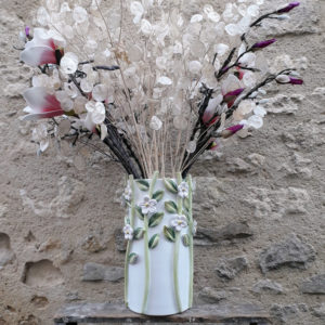 Vase droit fleurs relief G Nouri