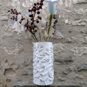 Vase droit rinceaux blanc G Nouri