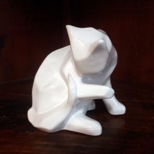 chat à sa toilette signé Paul Moal
